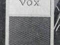 Vox AC2-30 watt 1957-1958, vibratomodel 6 inputs, 12 inch 15 ohm speaker. Standaard model is zonder vibrato en 4-inputs. Schema OS-003, 6 buizen GZ34, 2x ECC82, 2x EL34.