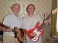 Charlie Watkins in 2004 met Reg Godwin Webmaster van www.watkinsguitars.co.uk.