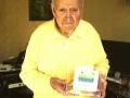 Charlie Watkins met zijn Audio Pro International Lifetime Achievement Award in 2011.